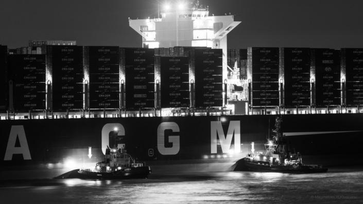 Hafen CMA CGM ContainerSchiff