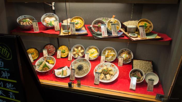 Plastikessen als Schaufensterwerbung in Japan